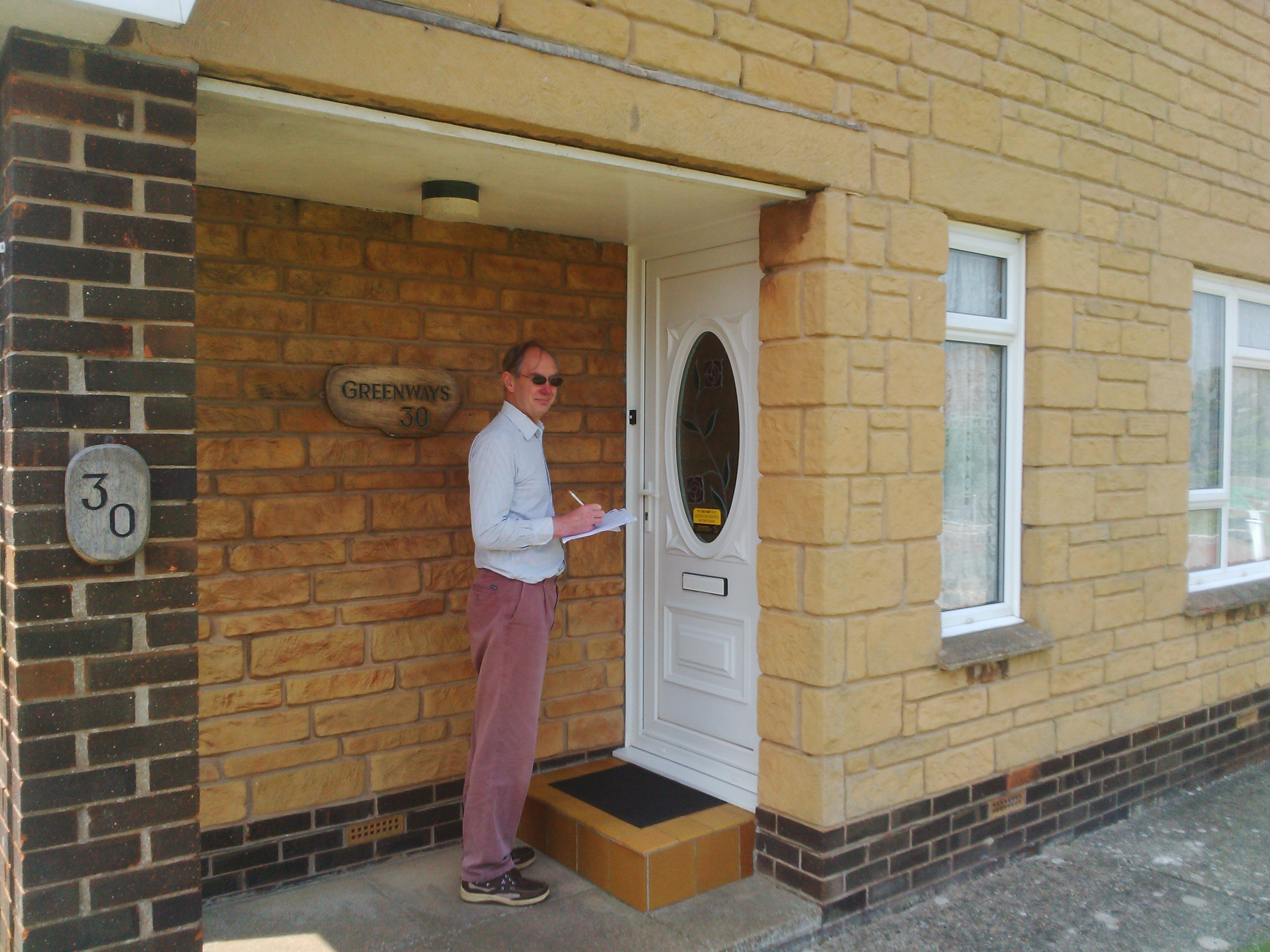 Canvassing with Andrew Turner MP Walls Rd, Bembridge 27th May 2016
