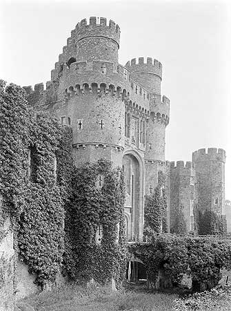 By the 15th century brick had become a fashionable building material and was even used for grand houses. Sir Roger Fiennes chose brick in circa 1445 when he built Herstmonceux Castle, Sussex. (Latterly Herstmonceux was the home of the Royal Observatory.)
