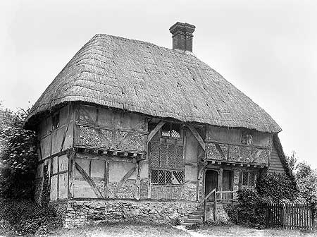 Lloyd's interest in the development of the English house went well beyond brick. The 15th-century Yeoman's House at Bignor is of a Wealden type well known fron Kent.
